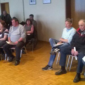 Aufmerksame Zuschauer verfolgen die Ortsbeiratssitzung