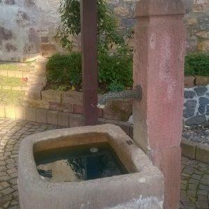 Der Brunnen ist nun nach einigen trockenen Jahren wieder gefüllt