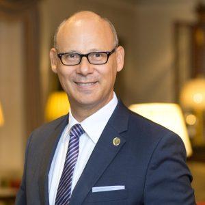 Portrait Eduard M. Singer, stellvertretender Präsident des DEHOGA Landesverbandes und Generaldirektor des Grandhotels Hessischer Hof